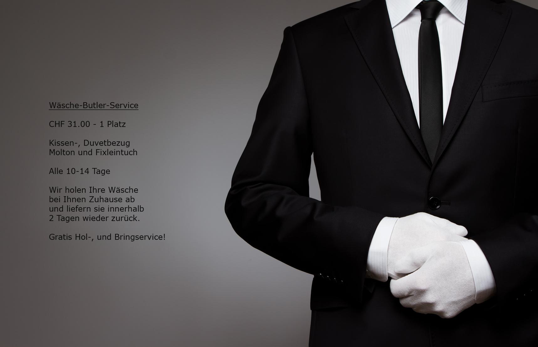Butler in Uniform mit weissen Handschuhen